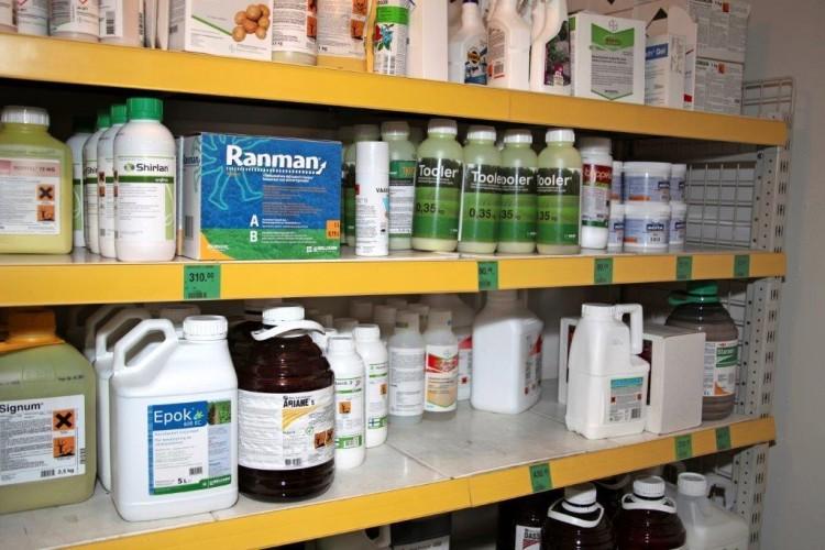 Kasvinsuojeluaineiden hintavertailu - Bernerin ja Raisioagron ostoskorit halventuivat