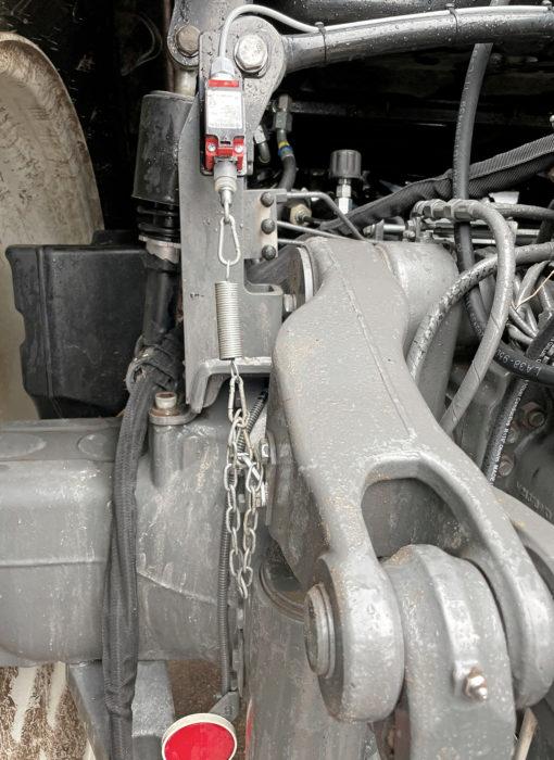 Sivurajoittimet saa automaattisesti kellunnalle työasennossa ja kiinteiksi yläasennossa tämän nostolaitteisiin asennettavan rajakatkaisimen avulla. Uusimmissa versioissa on päästy käyttämään traktorin omaa tiedonsiirtoa, jolloin tieto kellunta-automatiikalle saadaan traktorin omasta nostolaitteen asentotiedosta.