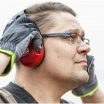Kuulonsuojaimien pukemiseen tulee uhrata hetki aikaa, ja sitä kannattaa jopa hieman opetella. Mikäli suojaimet puetaan päähän huolimattomasti, niiden melunvaimennuskyky ja käyttömukavuus heikkenevät oleellisesti.