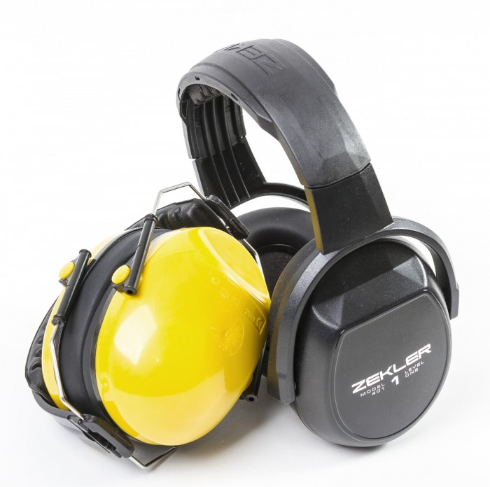 Paljonko kuulonsuojain tarvitsee kuljetus- tai varastotilaa, riippuu paljolti sen rakenteesta. Vasemmanpuoleinen Finbullet menee pieneen nippuun, kun taas Zeklerista muodostuu varsin kookas paketti.