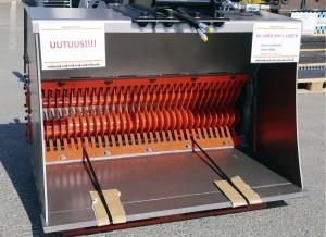KV-Viper VPH 2-1500TR on iisalmelaisen Konevelin entistä kevyempi seulakauha mullan seulontaan. Multaseula painaa 480 kiloa, ja sen sai messuhintaan 6 000 euroa. www.konevel.fi
