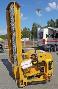 Iisalmessa toimiva Konevel on erikoistunut maanrakennukseen sekä tien- ja kiinteistönhoidon laitteisiin. Yritys esitteli Viljossa uutuutena Seppi-piennarmurskainta, jossa on 24 terää ja 2 metrin työleveys. 1 150 kiloa painavassa koneessa on törmäyssuoja. Messukone oli myynnissä hintaan 13300 €. www.konevel.fi