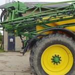 Isot 520/85 R42 -renkaat ovat kantaneet säiliöt täynnä lähes 13 tonnin ruiskun hyvin, vaikka maat ovat olleet melko pehmeitä osassa ruiskutuksia. Renkaita varten jätetään ajouriin kaksi kertaa kaksi kylvöriviä kylvämättä.